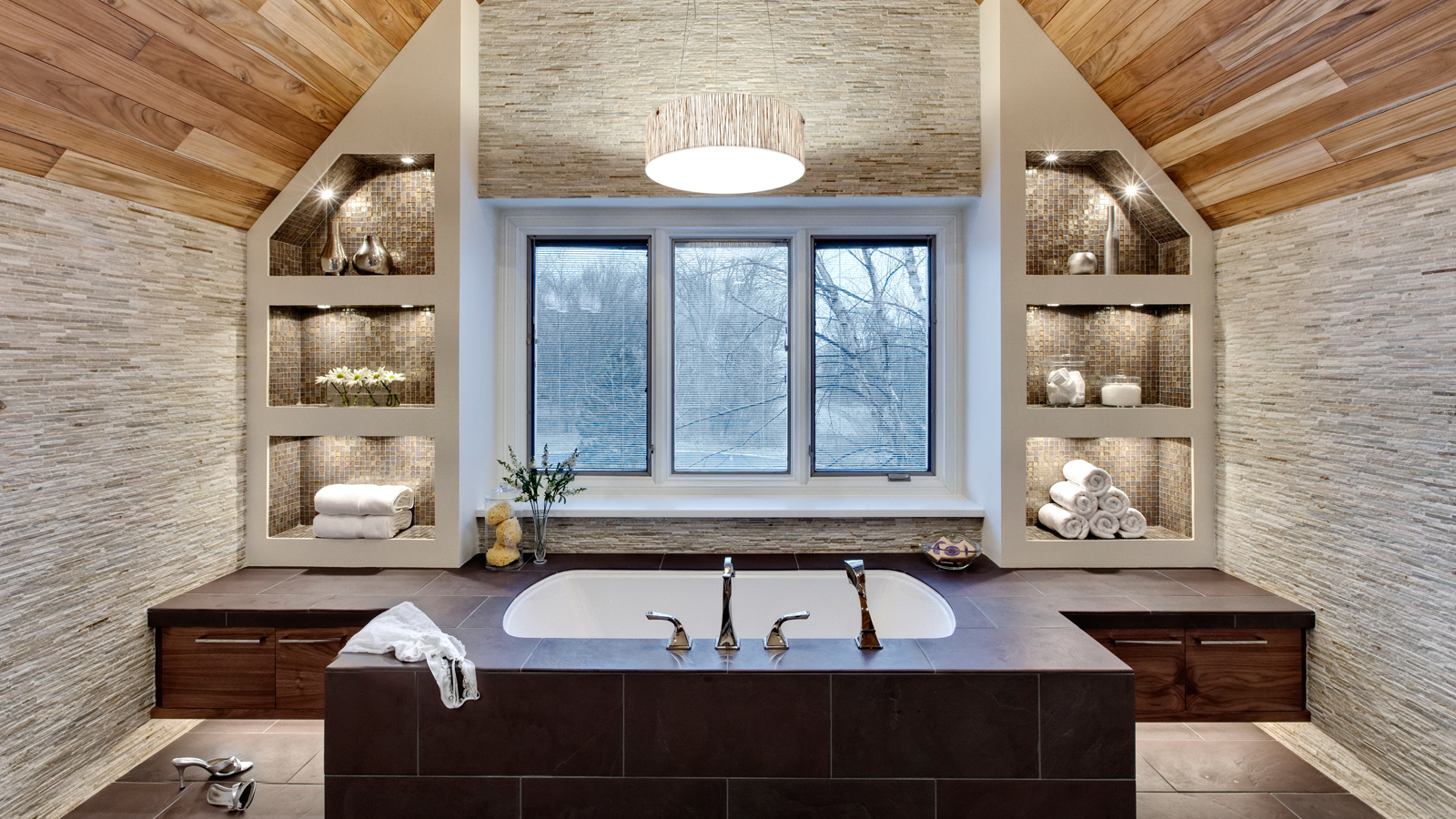 1600 x 900 Hideaway in a Wooded Spa Retreat drury design