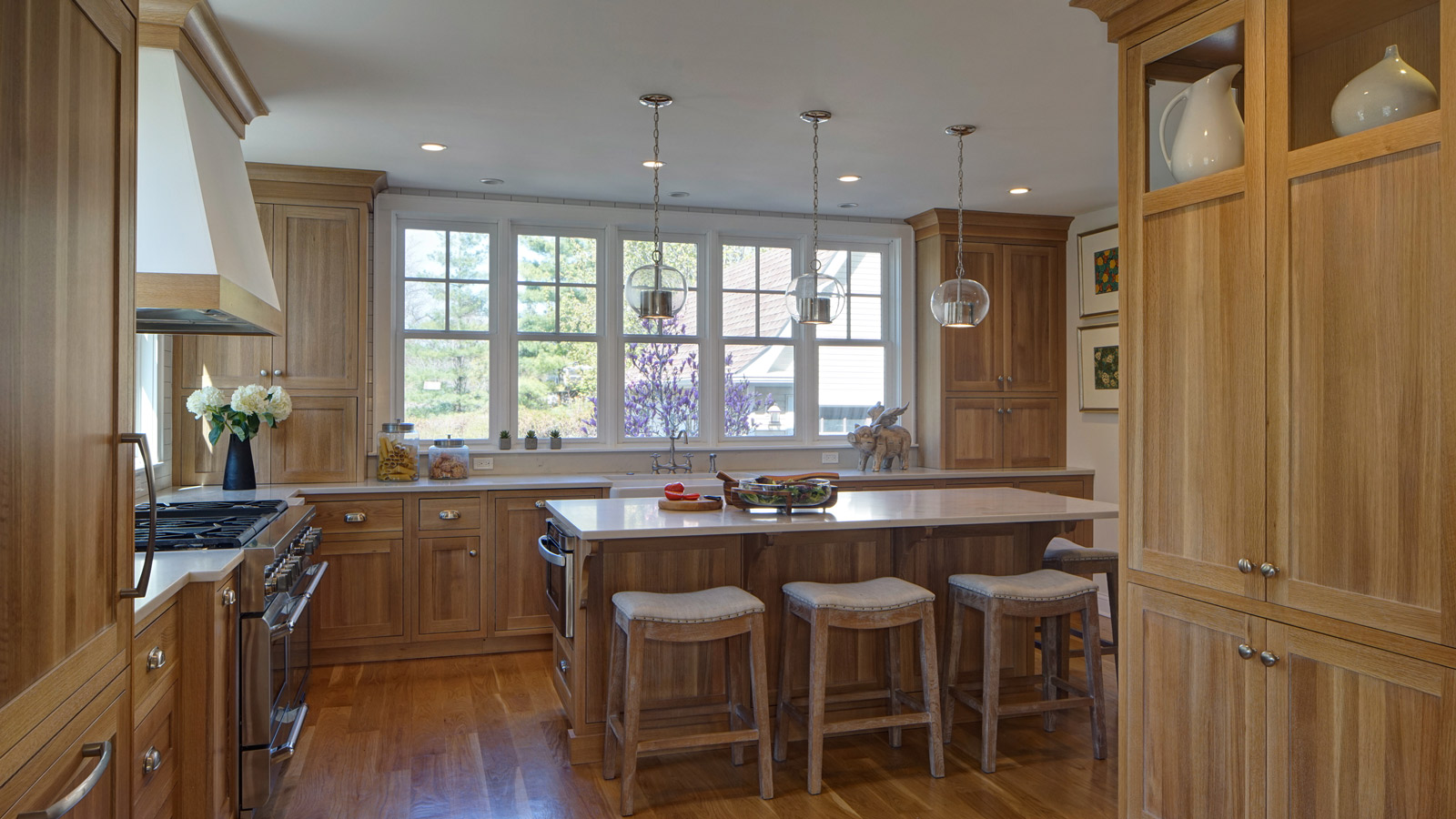 1600-x-900-Traditional-Kitchen-with-a-Fresh-Perspective-Lombard-IL-drury-design3