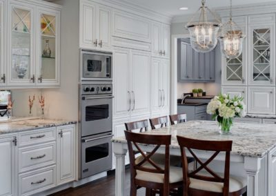 Well-Dressed Traditional Glen Ellyn Kitchen