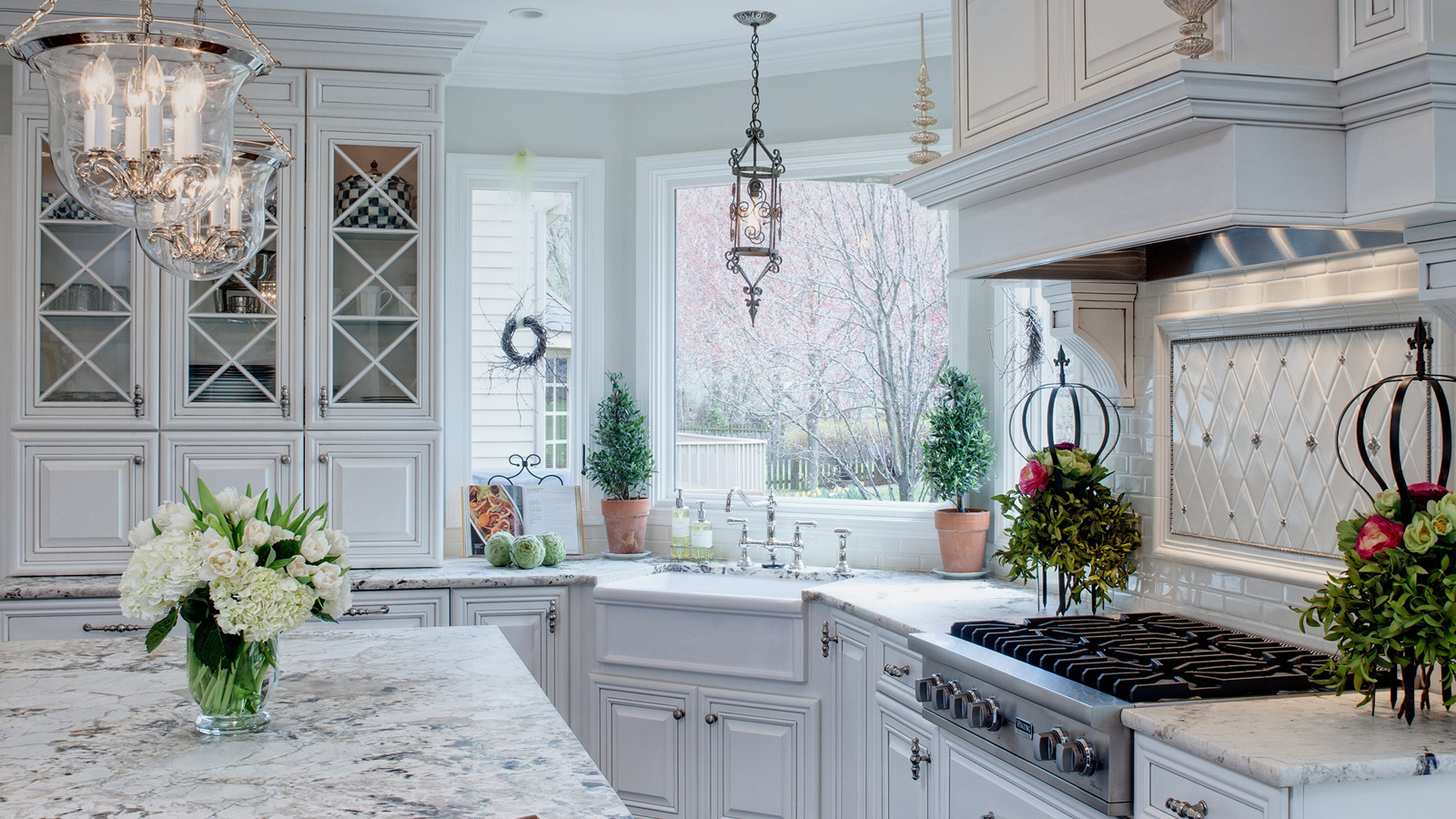 1600-x-900-Well-Dressed-Traditional-Glen-Ellyn-Kitchen-drury-design2